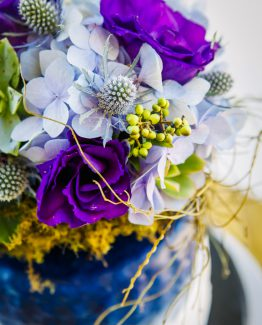 GARDEN cake flowers consisting of hydrangea, lisianthus, sea holly, succulents and berries.  Image by Panache Photography.